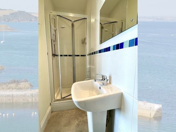 Menabilly bathroom Mevagissey